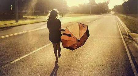 28個經典心情語錄:歎氣是最浪費時間的事情,哭泣是最浪費力氣的行為【經典語錄網】