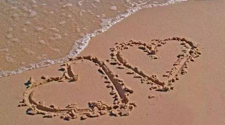 27個經典愛情語錄:好的愛情是吵架吵到一半,腦袋一懵,突然就想撲上去接吻【經典語錄網】