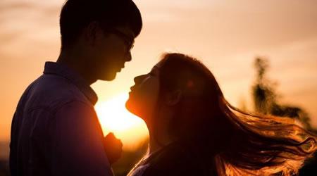 經典愛情語錄:感情不能順其自然,愛情發展有3個規律【經典語錄網】