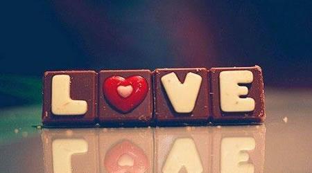 經典感情短文愛情語錄:我再忙,都會跟你聊天,因為簡單的兩個字,在乎【經典語錄網】